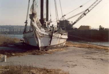 Wreck Recovery of vintage Chesapeake Skip Jack in Jamaica Bay, NY